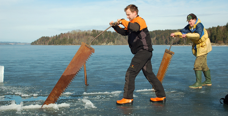 Thomas Orderud and Karl Garder harvesting ice