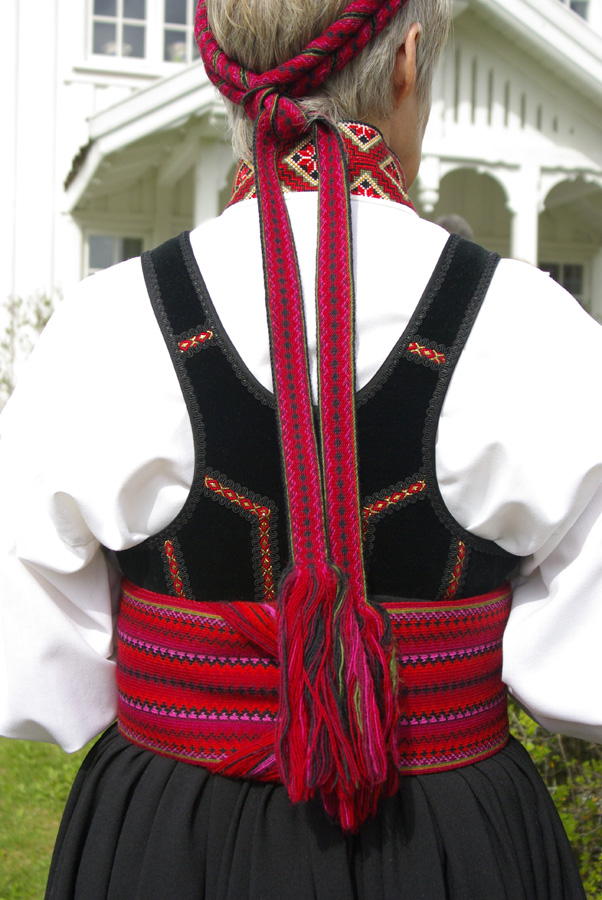 bunads and folk costumes as wearable knowledge and cultural